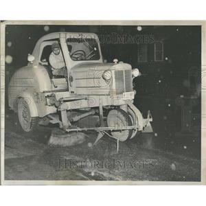 1950 Press Photo Wrightwood Ave Street Clean Machine - RRV98997