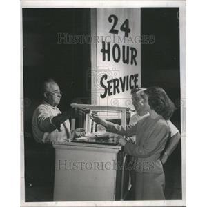 1947 Press Photo 24 Hour Hot Dog Stand Frankfurters - RRU70621