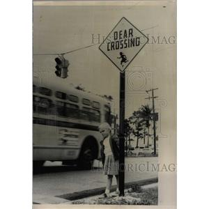 1959 Press Photo Susan Stone traffic sign Dear Miami - RRW22763