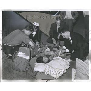 1942 Press Photo Detroit World War II First Aid - RRV89039