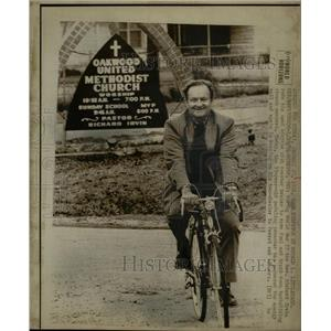 1974 Press Photo Rev Richard Irvin Energy Crisis WW II - RRW24291