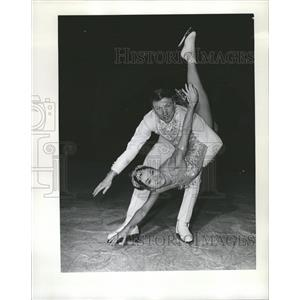 1968 Press Photo Phil Romayne Cathy Steele Figure Skate - RRQ00251