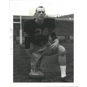 1987 Press Photo Pete Dawkins Football Uniform Kneeling - RRQ00327