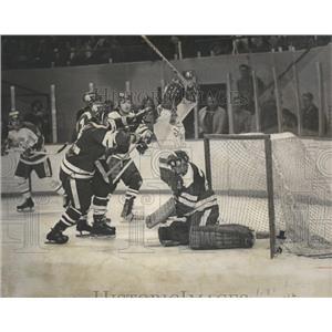 1973 Press Photo College Hockey Rick Brangalo Ron Clark - RRQ01089