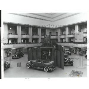 1988 Press Photo GM Exhibit in Waldorf Hotel New York - RRQ01445