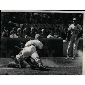 1976 Press Photo Reggie Smith's Perfect Slide - RRQ01845