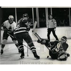 1981 Press Photo Rockies and Rangers Hockey Fighting - RRQ02365