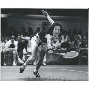 1974 Press Photo Billie Jean King Reach Racquet Jump - RRQ05471