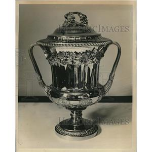 Press Photo Arlington Gold Medal Trophy - RRQ08247