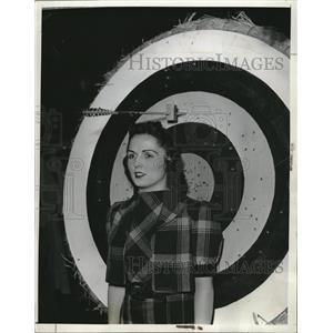 1939 Press Photo Gayle Greer Ren Wilhelm Archery - RRQ08381