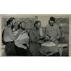 1951 Press Photo Raise razes beard Pontiac postmen Bill - RRW58957