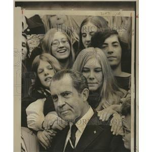 1971 Press Photo President Nixon Cincinnati students - RRX87589