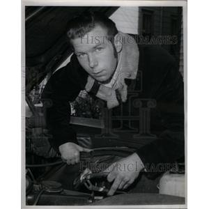 1970 Press Photo Everett Knowles Tinkering With Car - RRX58673