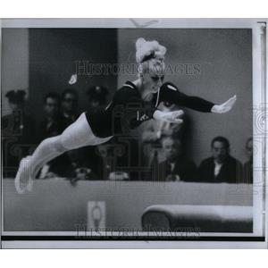1968 Press Photo Gymnast Odlozel Balance Beam Dismount - RRX21905