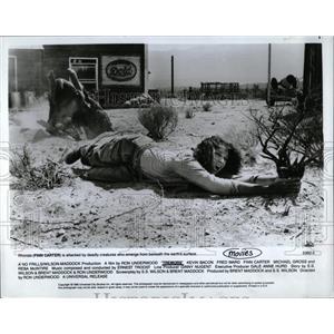 1990 Press Photo Finn Carter Tremors Kevin Bacon Fred - RRW60619