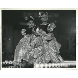 1985 Press Photo Children Princess Gowns - RRV59771