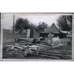 1948 Press Photo Westwood city ordinance no tent homes - RRU27063