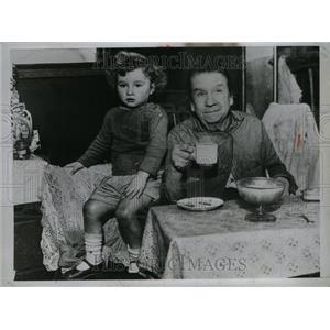 1933 Press Photo Great Britain People Women Mrs Miles - RRU31413