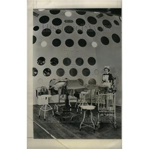 1955 Press Photo Chamber Portholes Direct Rays Table - RRU33353