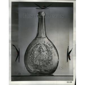 1962 Press Photo Jenny Linda Portrait bottle antique - RRU38217