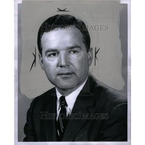 1965 Press Photo Milton Henkel Vice President Realtor - RRU38293