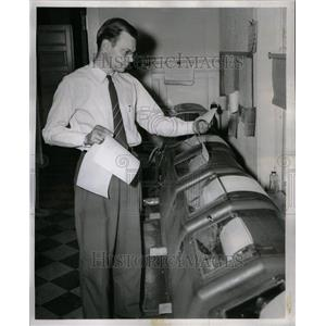 1955 Press Photo Clifford Hall Grange Teletypewriter - RRU38535