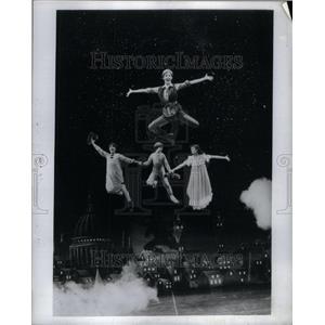 1982 Press Photo Peter Pan Flying Scene Karyn Cole - RRU41947