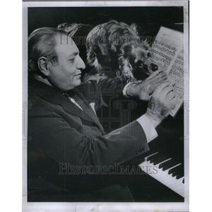 1954 Press Photo Conductor Piastro With Dog Piano Music - RRU43089