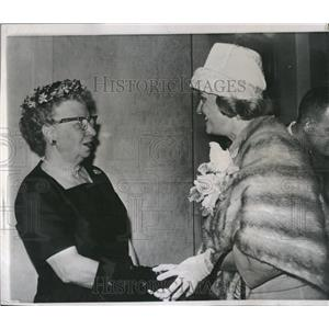 1961 Press Photo Stephen McNichols Mrs Marjorie Event - RRV06429