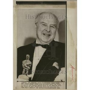 1974 Press Photo John Houseman Oscar Paper Chas Award - RRV21281