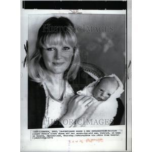 1972 Press Photo Singer Petula Clark With Son Patrick - RRU40637