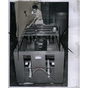 1961 Press Photo John Gornick Carpenter Shop Soap Box - RRU37523