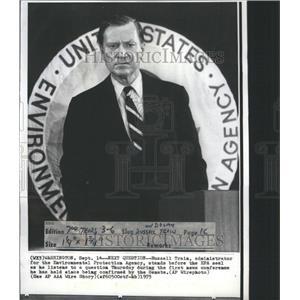 1973 Press Photo Question Russell Traim EPA agency - RRU01547