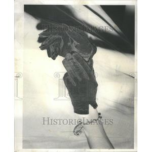1975 Press Photo Black Shortie Gloves Shiny Jet buttons - RRU80939