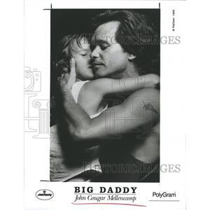 1989 Press Photo Singer John Cougar Mellencamp with his daughter. - RSH70857