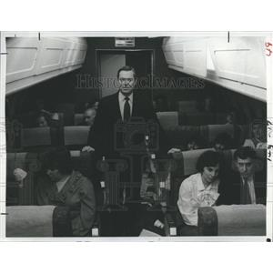 "1983 Press Photo Bill Kurtis reports on ""The Plane That Fell From The Sky"""