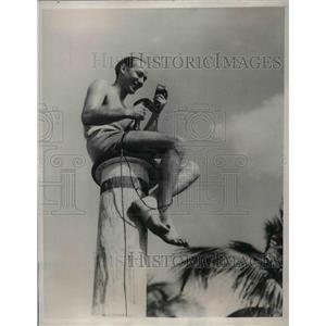 1933 Press Photo Ted Usins Radio Announcer Miami Beach Florida