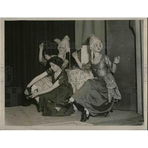 "1929 Press Photo John Luxton, Peggy Robb-Smith, Lucinda Lorne, ""Cinderella"""