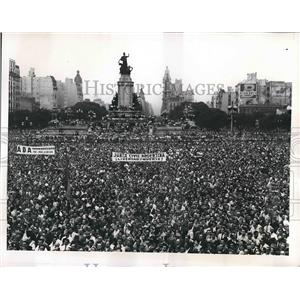 1956 Press Photo Mass Meeting in Buenos Aires' Congress Plaza -