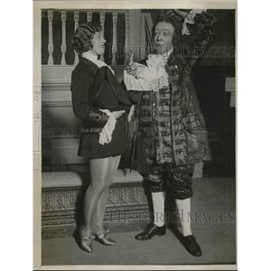 1929 Press Photo Maudie Olmas & Edwin Doddsas At Scala Theater During Play