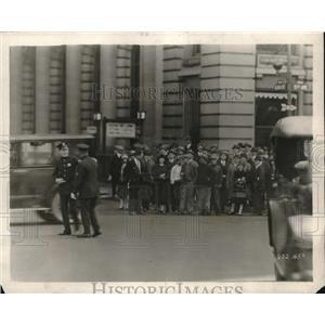 1925 Press Photo Thomas Maighan for film Irish Luck in scene in NYC - neb63664