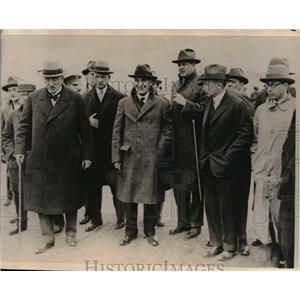 1927 Press Photo Berlin, Germany Von Schubert, Brandenberg await Lindberg monopl