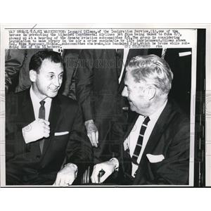 1981 Press Photo Leonard Gilman with senator Mike Monroney