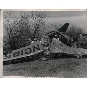 1939 Press Photo The wreckage of a crashed plane which killed private pilots