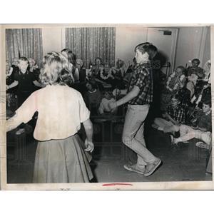 1965 Press Photo Marg Wagner House of Ben Rose Institute  H Jewitt & kids dance