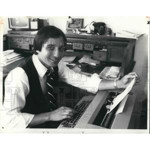 1980 Press Photo Benny Bonanno Typing