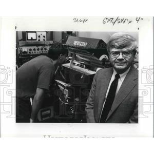 1989 Press Photo Prof. John Angus Chemical Engineer research into diamond making