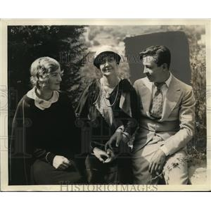 1929 Press Photo Fox player actor Joseph Wagstaff with his wife & mother