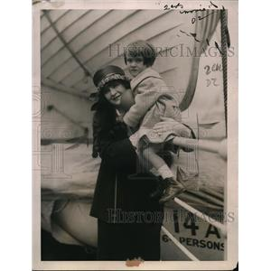 1927 Press Photo Mrs Louis Lee Arms, Mae Marsh Actress On SS Mauretania Boat