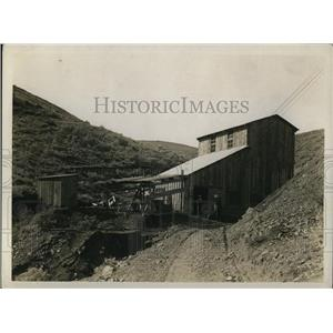 1922 Press Photo Grace Carmalt & one of her miners at a mine